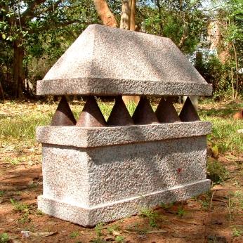 Sarcofaag, 36x16x40 cm, 2006